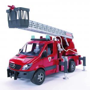 Пожарная машина  с лестницей и помпой Bruder