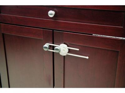Блокирующее устройство , гориз. д/распашных дверей белый Safety1st