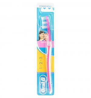 Зубная щетка  3D Effect средняя жесткость, цвет: малиновый Oral-B